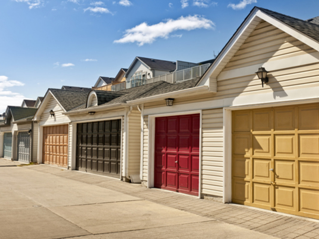 Looking for a Garage Door Contractor in Fresno, CA?